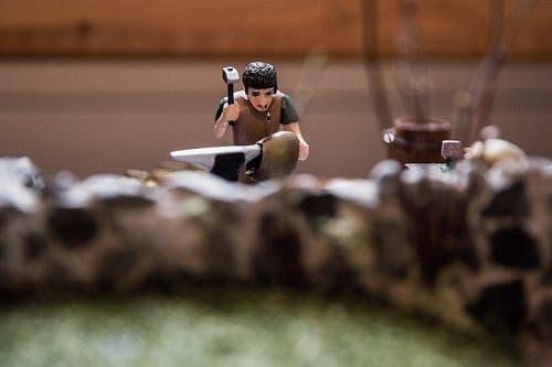 Der Miniatur-Schellenschmied bei der Arbeit. (Bild: Mareyecke Frehner)