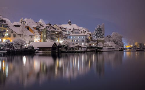 Frisch verschneite Zuger Altstadt. (Bild: Daniel Hegglin, 10. Januar 2019)