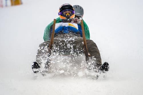 Beim Bremsen wurde besonders viel Schnee aufgewirbelt. (Bild: Eveline Beerkircher (Sattel, 12. Januar 2019))
