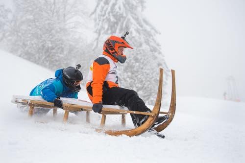 Pius Felder mit Marco Schmidiger im Neuschnee. (Bild: Eveline Beerkircher (Sattel, 12. Januar 2019))