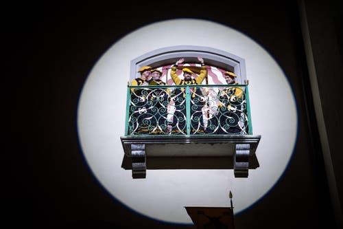 Höhepunkt: Der neue Heinivater Rico Löhrer zeigt sich auf dem Balkon des Rathauses. (Bild: Roger Grütter, Sursee, 12. Januar 2018)