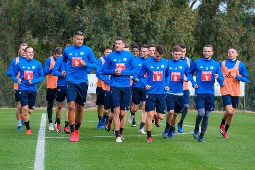 Die Spieler des FCL laufen sich ein. (Bild: Martin Meienberger, 11. Januar 2019)