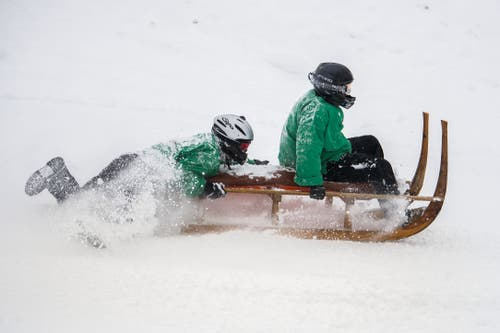Manche Teilnehmer riss es bei dem Tempo fast vom Schlitten. (Bild: Eveline Beerkircher (Sattel, 12. Januar 2019))