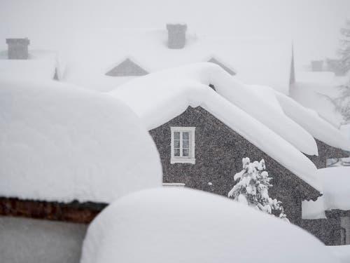 Das verschneite Dorfzentrum von Andermatt. (Bild: KEYSTONE/URS FLUEELER)