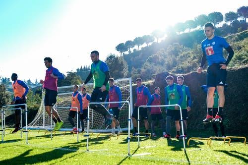 Cleric Njau, Shkelqim Demhasaj, Christian Schneuwly und Yannick Schmid im Trainingslager auf Marbella. (Bild: Martin Meienberger (13. Januar 2019))