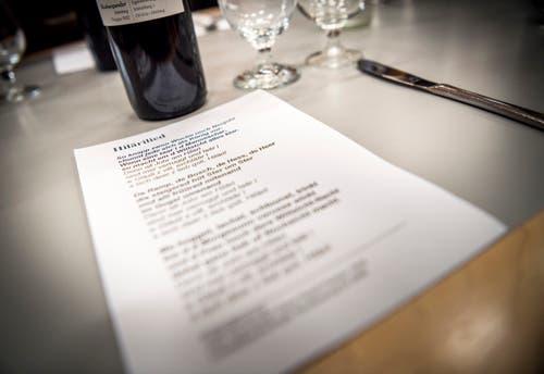 Märstetten TG - Der Abend unter Männern. In der Mehrzweckhalle Weitsicht in Märstetten fand der traditionelle Hiläri statt. Das Lied wird gemeinsam gesungen. (Bild: Andrea Stalder)