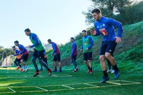 Stefan Wolf, Otar Kakabadze, Idriz Voca, Lazar Cirkovic, Ruben Vargas, Silvan Sidler und Simon Grether im Training auf Marbella. (Bild: Martin Meienberger (13. Januar 2019))
