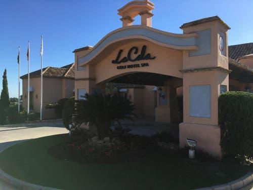 Der Eingang zur Viersterne-Herberge La Cala Golfhotel Spa de Mijas, wo der FCL vom 11. bis 18. Januar 2019 logiert. (Bild: Daniel Wyrsch (13. Januar 2019))