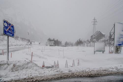 Die Strasse nach Andermatt wurde gesperrt. (Bild: Nadia Schärli (Andermatt, 14. Januar 2019))