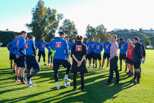 FCL-Präsident Philipp Studhalter spricht zur Mannschaft. (Bild: Martin Meienberger (14. Januar 2019)