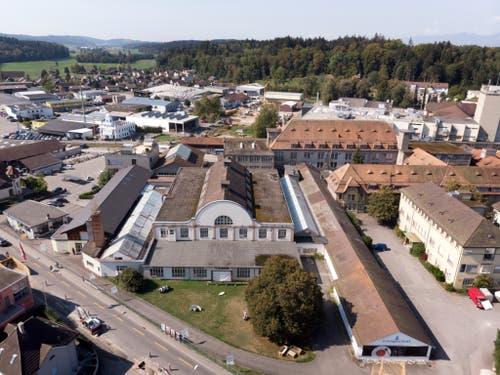 Langenthal erhält den diesjährigen Wakkerpreis für seinen Umgang mit dem baulichen Erbe der Industriegeschichte. Hier im Bild das «Porzi»-Areal in Langenthal. (KEYSTONE/Gaetan Bally) (Bild: KEYSTONE/GAETAN BALLY)