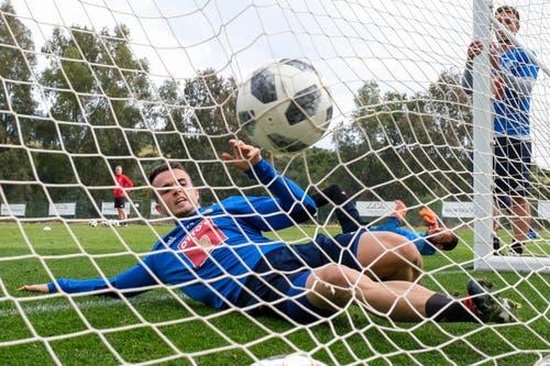 Der Ball ist im Tor, Yannick Schmid kommt zu spät. (Bild: Martin Meienberger, 15. Januar 2019)