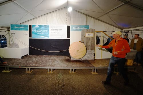 Mit Wasserkraft lässt Sämi Zgraggen auch sein Bauprojekt starten. (Bild pd/Kuno Scheuber, Alpnach, 14. Januar 2019)
