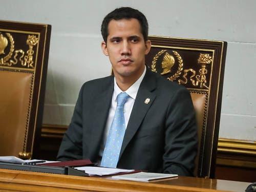 Der oppositionelle Präsident der Nationalversammlung, Juan Guaidó, fordert den venezolanischen Staatschef offen heraus. (Bild: KEYSTONE/EPA EFE/MIGUEL GUTIERREZ)