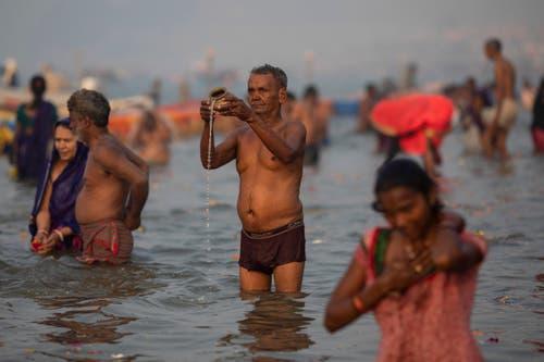 Schon der chinesische Gelehrte Hiuen Tsang berichtete im 7. Jahrhundert über das Badefest. (Bild: AP Photo/Bernat Armangue)