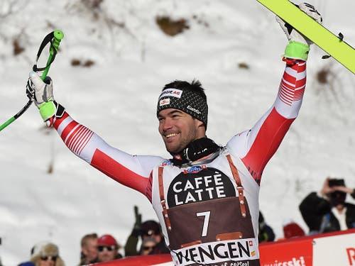 Vincent Kriechmayr lässt sich als Lauberhorn-Sieger feiern (Bild: KEYSTONE/AP/MARCO TACCA)