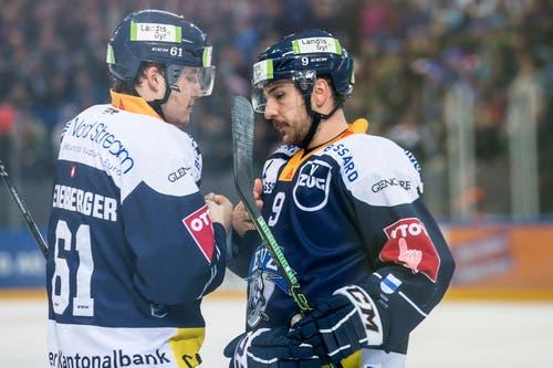 Zugs Sven Leuenberger und Zugs Garrett Roe, von links. (Bild: Keystone/Alexandra Wey, 22. Januar 2019)