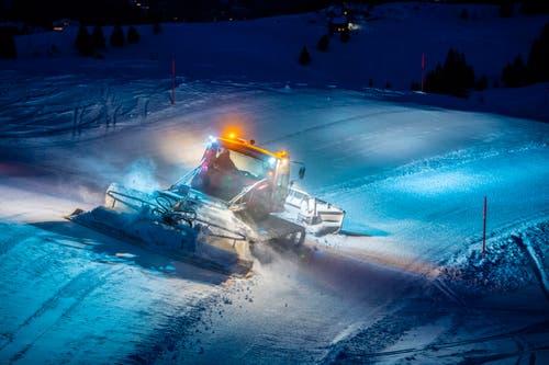 Die Fahrer der Pisten-Bullys sind hauptsächlich bei Nacht unterwegs. (Bild: Urs Bucher)