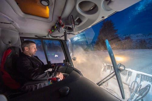 Willi Beerle ist einer der Fahrer und bereits seit 19 Jahren im Winter auf den Pisten im Flumserberg im Einsatz. (Bild: Urs Bucher)