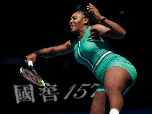Aus der Balance geraten: Serena Williams muss weiter auf einen 24. Grand-Slam-Titel warten (Bild: KEYSTONE/AP/KIN CHEUNG)