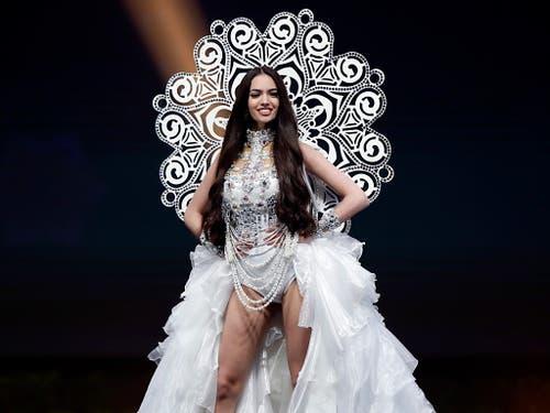 Jastina Doreen Riederer als Kandidatin der Miss-Universe-Wahl in Thailand im vergangenen Dezember. (Bild: KEYSTONE/EPA/RUNGROJ YONGRIT)