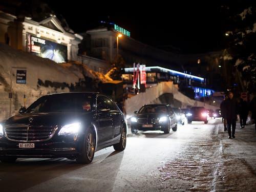Obwohl das Verkehrskonzept geändert wurde, stauten sich die Autos während des WEF in Davos immer wieder. Es ereigneten sich vier Unfälle zwischen Bahnschranken. (Bild: KEYSTONE/GIAN EHRENZELLER)
