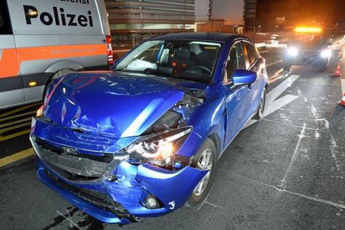Luzern – 25. JanuarAm Freitagmorgen ereignete sich bei der Autobahnausfahrt Luzern Zentrum ein Auffahrunfall zwischen vier Personenwagen. Dabei wurden zwei Personen leicht verletzt. Es entstand ein Sachschaden von rund 30'000 Franken. Der Unfall führte zu Rückstau im Morgenverkehr. (Bild: Luzerner Polizei (Luzern, 25. Januar 2019))