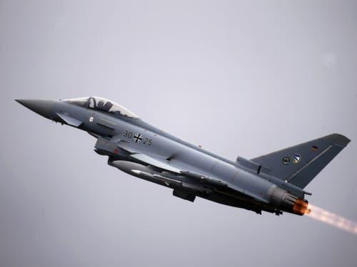 Der Eurofighter ist einer der Jets, die in der Schweiz zur Auswahl stehen. (Bild: Keystone/EPA/VALDA KALNINA)