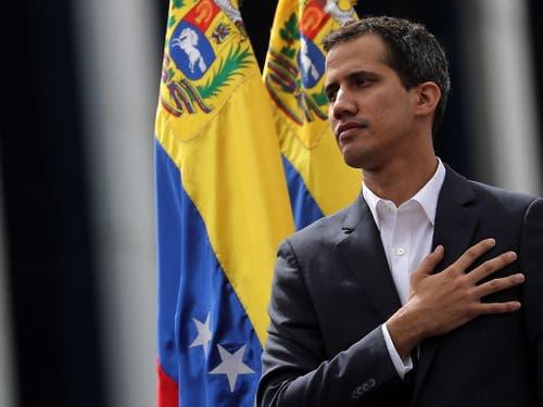 Juan Guaido schliesst eine Amnestie für Präsident Maduro nicht aus, sofern er freiwillig den Platz räumt. , (Bild: KEYSTONE/EPA EFE/MIGUEL GUTIERREZ)