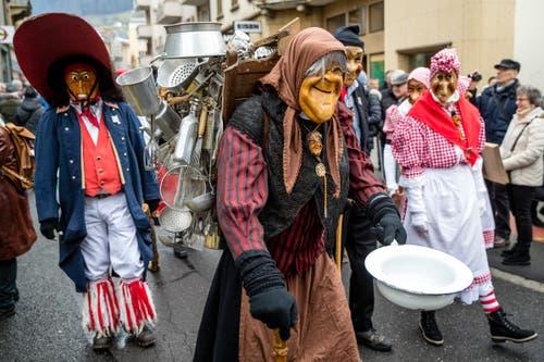 Gemeinsam marschierten die Bööggen durch Kriens. (Bild: Manuela Jans-Koch, Kriens, 26. Januar 2019)
