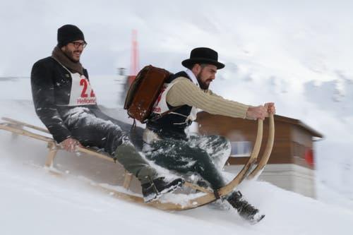 Nico Meier (rechts) und Roman Cavegn aus Sedrun donnerten mit dem Schlitten die Strecke runter. (Bild: Remo Infanger (Andermatt, 26. Januar 2019))