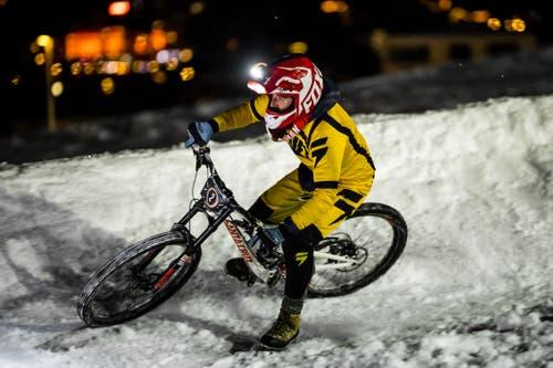 Fokussiert fährt dieser Biker auf die nächste Kurve zu. (Bild: Philipp Schmidli, Engelberg, 26. Januar 2019)