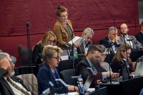 Michèle Graber (GLP), Udligenswil: «Jetzt habe ich wieder den Faden verloren.» GLP-Fraktionschefin Michèle Graber (Udligenswil) verzettelte sich bei der Eintretensdebatte zum Steuergesetz sowie zur Aufgaben- und Finanzreform ab und zu. Damit war sie nicht allein – aber die Einzige, die ihre Versprecher einräumte. (Bild: Nadia Schärli)