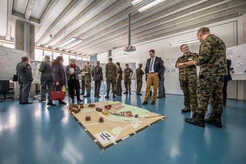 Die Höhere Kaderausbildung schult Kommandanten für den Einsatz - etwa mit Geländemodellen.