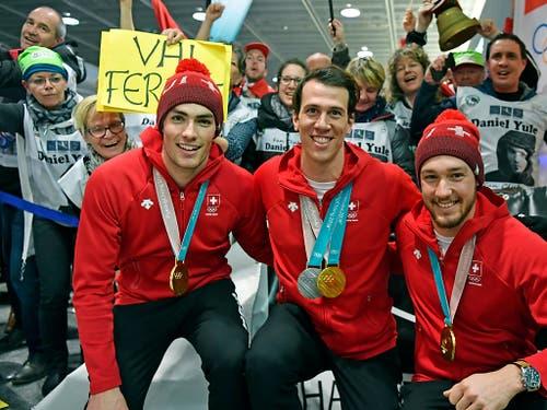 Das Schweizer Slalom-Team um Daniel Yule (links) und Ramon Zenhäusern (Mitte) hofft auf eine Medaille (Bild: KEYSTONE/WALTER BIERI)