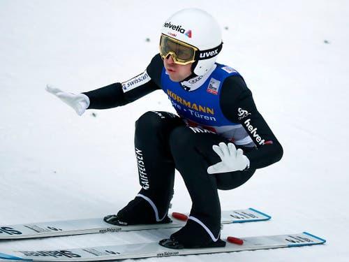 Simon Ammann holt als 17. ebenfalls Punkte im Weltcup (Bild: KEYSTONE/AP/MATTHIAS SCHRADER)