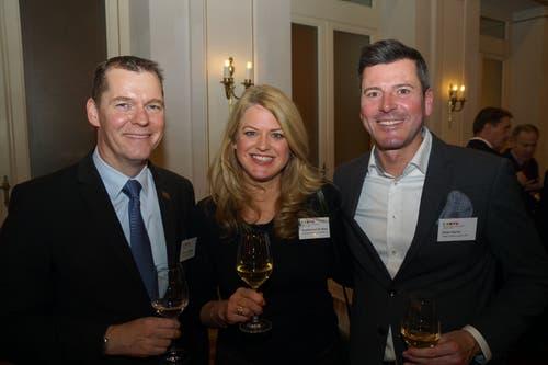 «Gastgeber» Clemens Hunziker vom Hotel Schweizerhof in Luzern mit Susanna Auf der Maur (Kaufmann Rüedi Rechtsanwälte AG) und Peter Durrer (Hotel Palace Luzern).