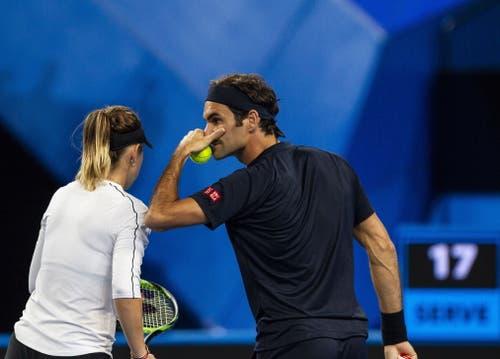 Im ersten Satz war die Abstimmung perfekt. Bencic und Federer gewannen diesen gleich 4:0. (Bild: Tony McDonough/EPA (Perth, 5. Januar 2018))