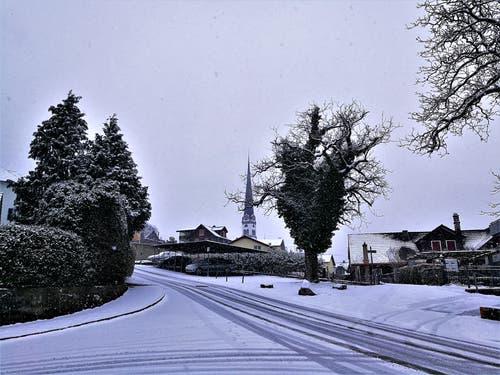 Endlich ist der Winter da: Starker Schneefall in Malters. (Bild: Urs Gutfleisch (Malters, 5. Januar 2019))