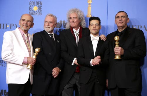 Sie gewannen den Golden Globe für «Bohemian Rhapsody» als bestes Filmdrama: (von links) Jim Beach, Roger Taylor and Brian May, Rami Malek (Bester Schauspieler in einem Filmdrama) und Graham King. (Bild: Mike Nelson/EPA (Los Angeles, 6. Januar 2018))