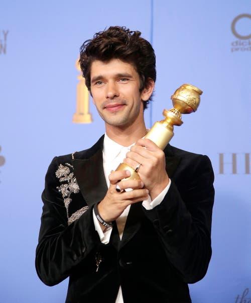 Ben Whishaw mit dem Golden Globe für den besten Schauspieler in einer TV-Serie/TV-Spielfilm («A Very English Scandal»). (Bild: Mike Nelson/EPA (Los Angeles, 6. Januar 2018))