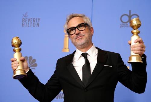 Alfonso Cuaron mit den Golden Globes für die beste Regie («Roma») und den besten nicht-englischsprachigen Film («Roma»). (Bild: Mike Nelson/EPA (Los Angeles, 6. Januar 2018))