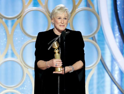 Glenn Close mit dem Golden Globe für die beste Schauspielerin in einem Filmdrama («The Wife»). (Bild: Paul Drinkwater/AP (Los Angeles, 6. Januar 2018))