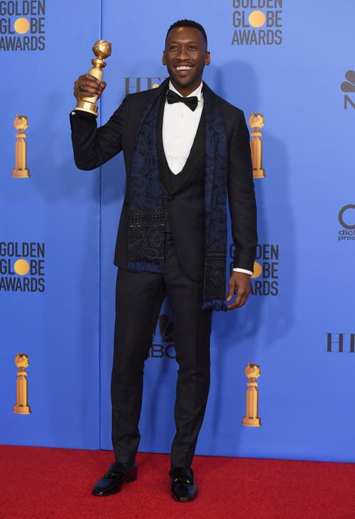 Mahershala Ali mit seinem Golden Globe für den besten Nebendarsteller («Green Book»). (Bild: Jordan Strauss /AP (Los Angeles, 6. Januar 2018))