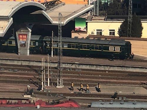Ein gepanzerter Sonderzug aus Nordkorea galt auch in der Vergangenheit stets als Zeichen, dass hoher Staatsbesuch in Peking empfangen wird. (Bild: KEYSTONE/AP/MARK SCHIEFELBEIN)