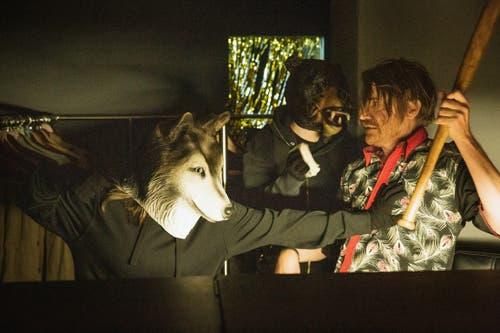 Chancenloses zweites Opfer – Wolf (anonym), Bär (anonym), Thomas Hess als Wim van Morsel. (Bild: SRF/Sava Hlavacek)