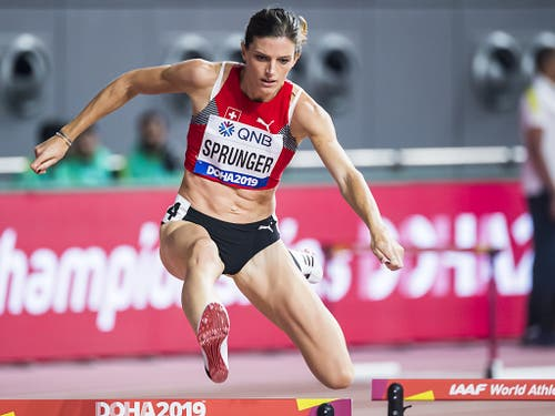Lea Sprunger zeigte über 400 m Hürden einen überzeugenden ersten Auftritt in Doha (Bild: KEYSTONE/JEAN-CHRISTOPHE BOTT)
