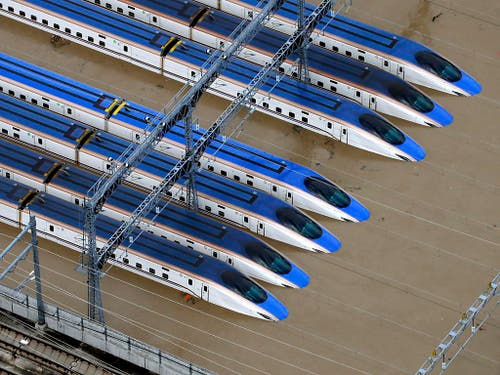Der Taifun überflutete auch die Geleise der Hochgeschwindigkeitszüge in Nagano. (Bild: KEYSTONE/AP Kyodo News/YOHEI KANASASHI)