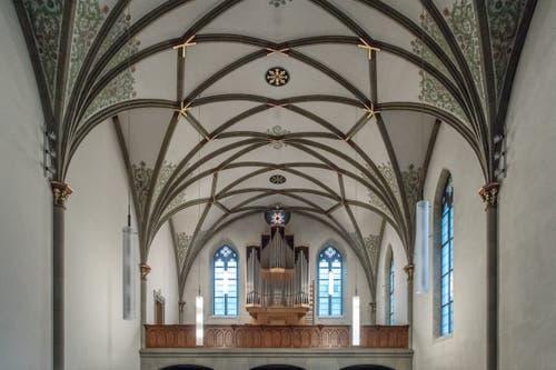 Orgel und Decke der öffentlichen Kirche.