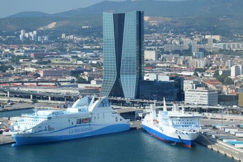 CMA CGM Tour, Marseille Der Hauptsitz der Reederei erinnert an ein Segel. Höhe: 147 Meter Architekt: Zaha Hadid Bauzeit: 2006–2010 Bild: Keystone
